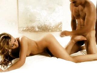 Sesso sul letto SexyLuna - सेक्सी फिल्म मूवी हिंदी बिस्तर पर सेक्स Sexyluna