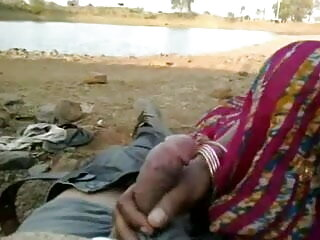 काले फूहड़ मुर्गा बेकार है और योनी सेक्सी मूवी हिंदी में वीडियो में डिक लेने के बाद क्रीमयुक्त हो जाता है