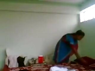 टैटू भावनाएं गोरा उसे हिंदी वाली सेक्सी मूवी बिल्ली और गधे में cok ले रही है