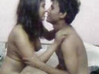 माँ घर का काम करती हिंदी मूवी फिल्म सेक्सी फिल्म है