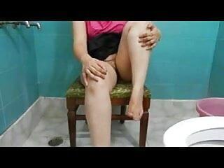 कैम पर पफी सेक्सी फुल मूवी वीडियो चूत को दबाया