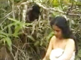 खूबसूरत श्यामला किशोर नीचे स्ट्रिप्स और बाहर हिंदी सेक्सी मूवी चलने वाली हस्तमैथुन